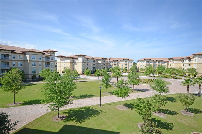 Valencia Condo at Jacksonville Beach FL - Courtyard View
