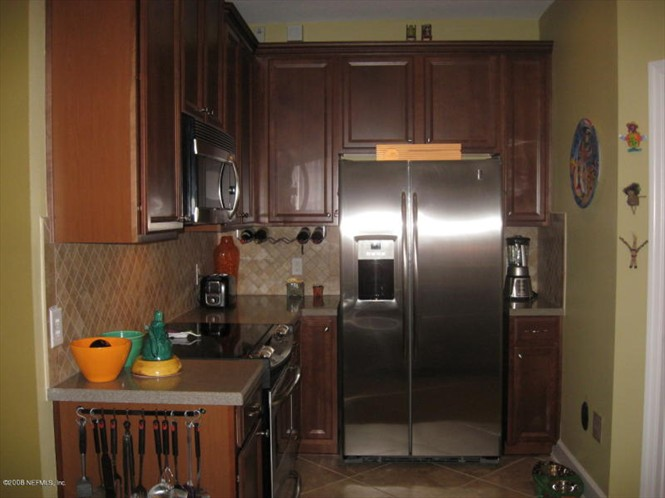 Deerwood Place Rent to Own Condo - Kitchen