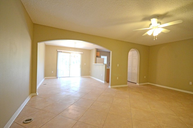 813 Bent Baum Rd - Rent to Own - Living and Dining area