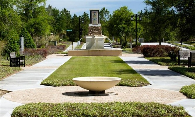 Fountains and park at Willwcove Nocatee.