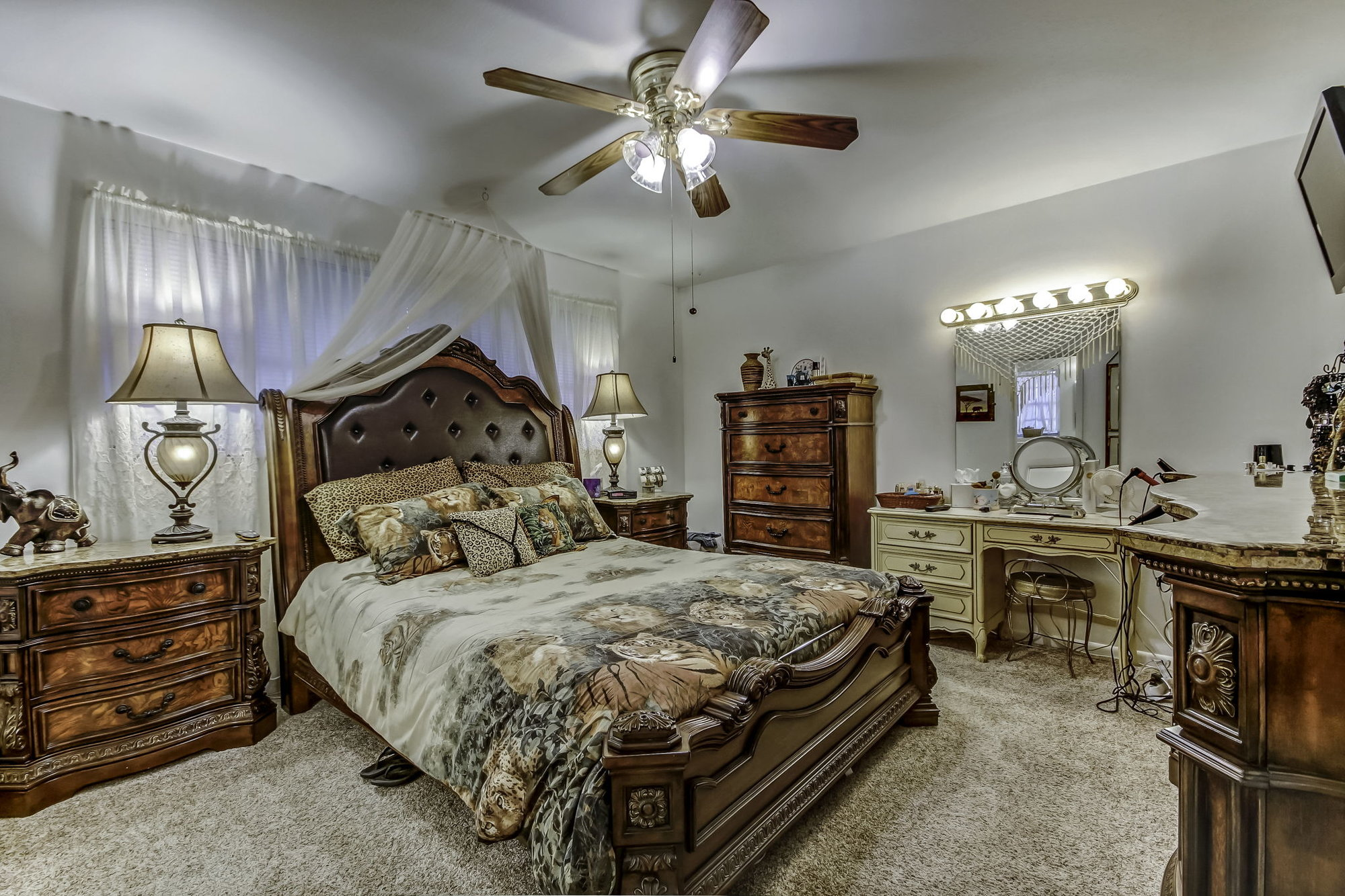 Master bedroom in 1846 Sunnymeade Drive in Jacksonville, Florida